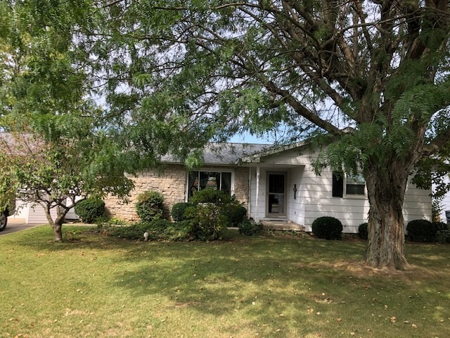 105  Center Drive Royal Center, IN 46978 | MLS 201942042