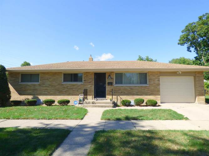 1205  Eclipse Place South Bend, IN 46628-2850 | MLS 201942491