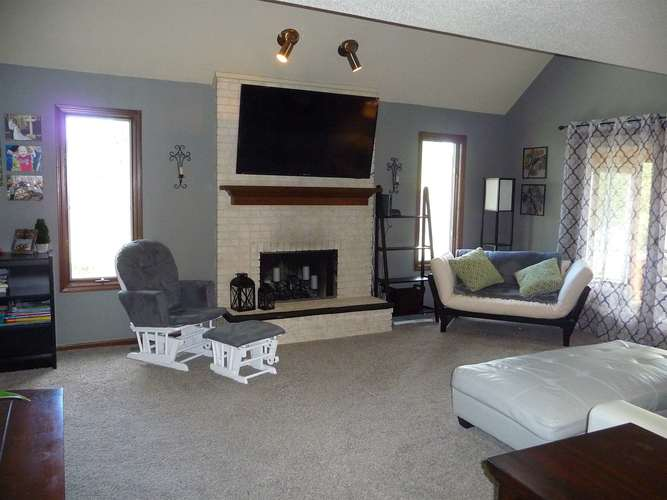 8211 Fawncrest Place Fort Wayne, IN 46835   MLS 201944156   photo 2