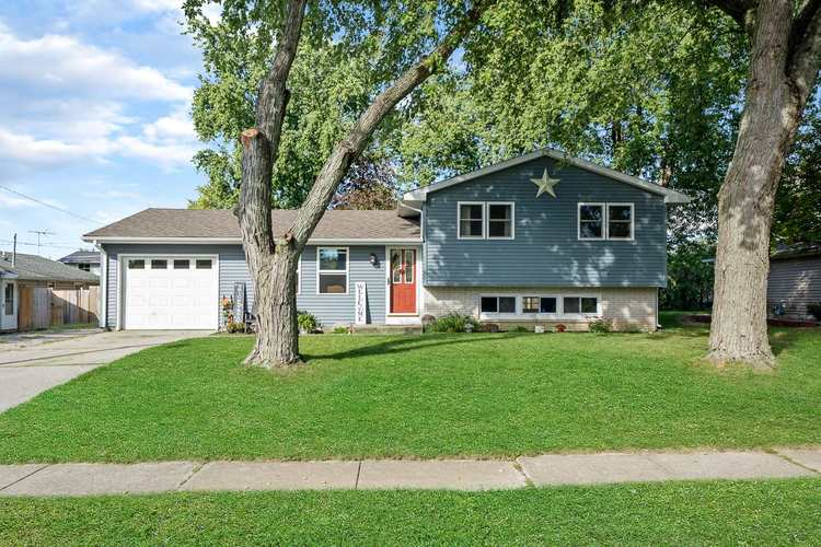1558  Dundee Drive New Haven, IN 46774-2216 | MLS 201944293