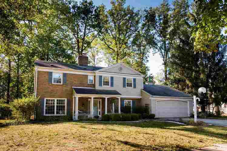 1715  Forest Valley Drive Fort Wayne, IN 46815 | MLS 201944475