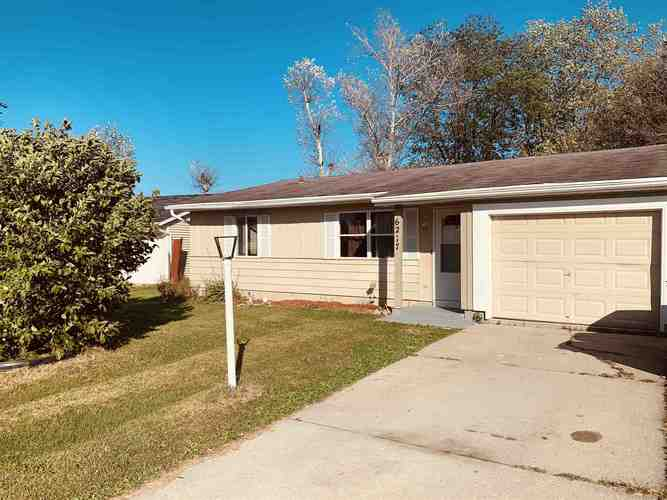 6217  Derbyshire Drive Fort Wayne, IN 46816-3717 | MLS 201945176