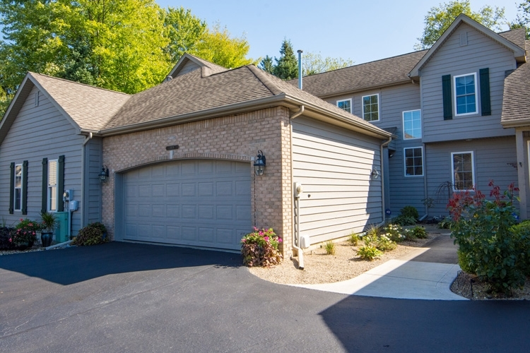 1419  Lake Stream Court Mishawaka, IN 46545 | MLS 201945199