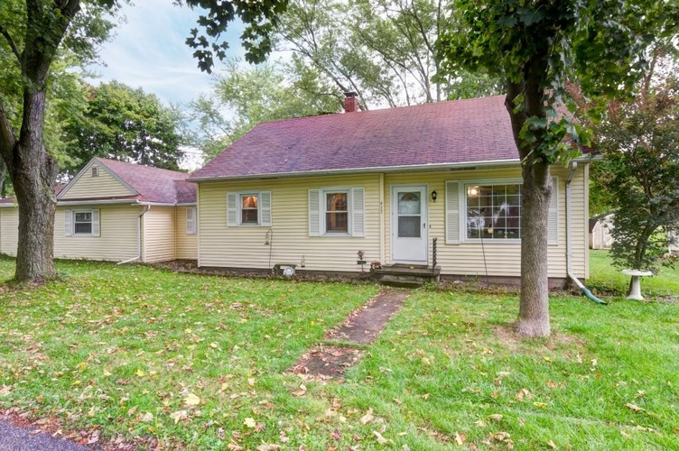 417  Water Street Avilla, IN 46710-9300 | MLS 201945413