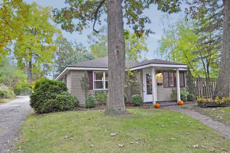 2210 Inglewood Place South Bend, IN 46616-2025 | MLS 201946311 | photo 2