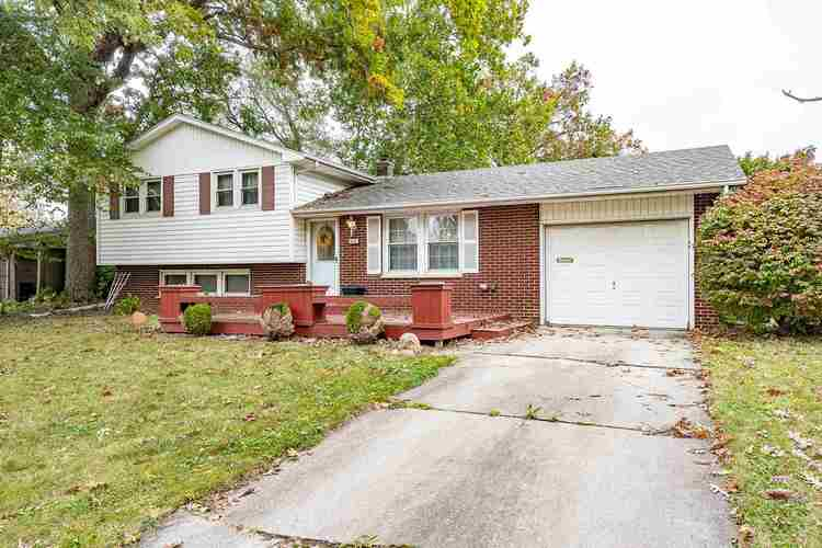3231  Varsity Lane Fort Wayne, IN 46805-1645 | MLS 201946549