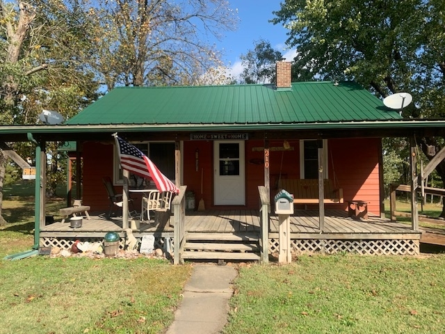 210 E First Street Oakland City, IN 47660 | MLS 201946636