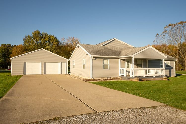 2706 S Lima Road S Kendallville, IN 46755-3430 | MLS 201946819 | photo 1