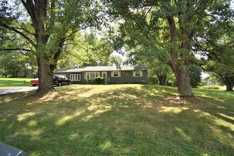 1645  Timberdale Drive Martinsville, IN 46151-9490 | MLS 201947046