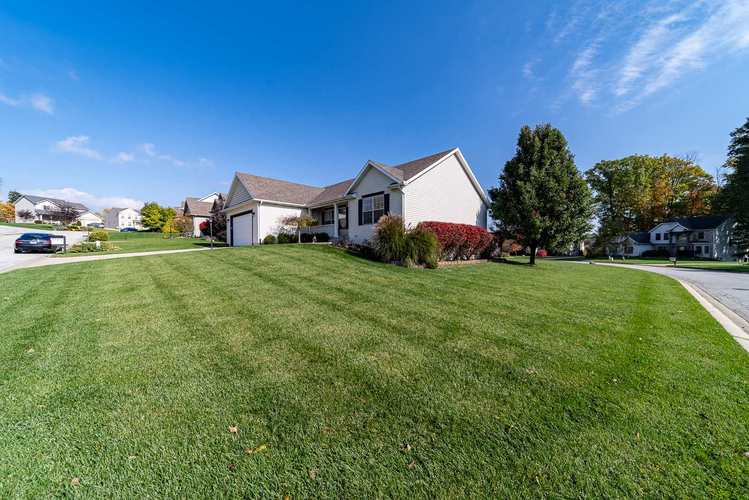 53192 Flowing Stream Court South Bend, IN 46628   MLS 201947640   photo 2