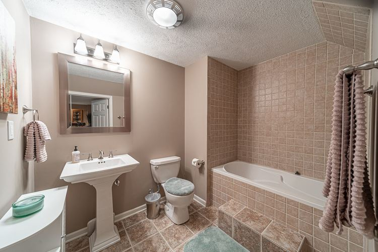 53192 Flowing Stream Court South Bend, IN 46628   MLS 201947640   photo 28