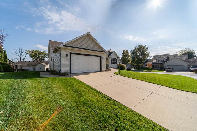 53192 Flowing Stream Court South Bend, IN 46628   MLS 201947640   photo 3