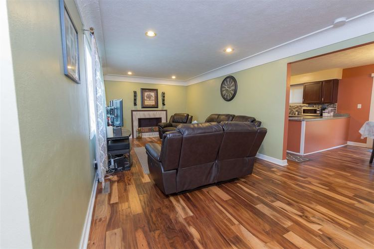 55479 Hollywood Boulevard South Bend, IN 46628-5112 | MLS 201948057 | photo 4