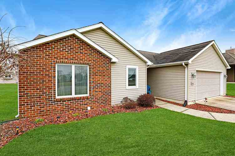 816 S Willow Cove South Whitley, IN 46787 | MLS 201950753