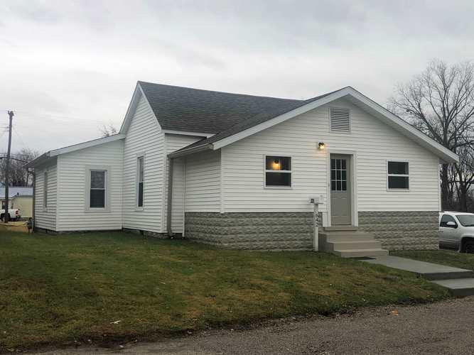 642 W Division Street Oakland City, IN 47660 | MLS 201950879