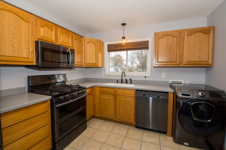 4046 Winthrop Drive South Bend, IN 46614-2830 | MLS 201951581 | photo 2