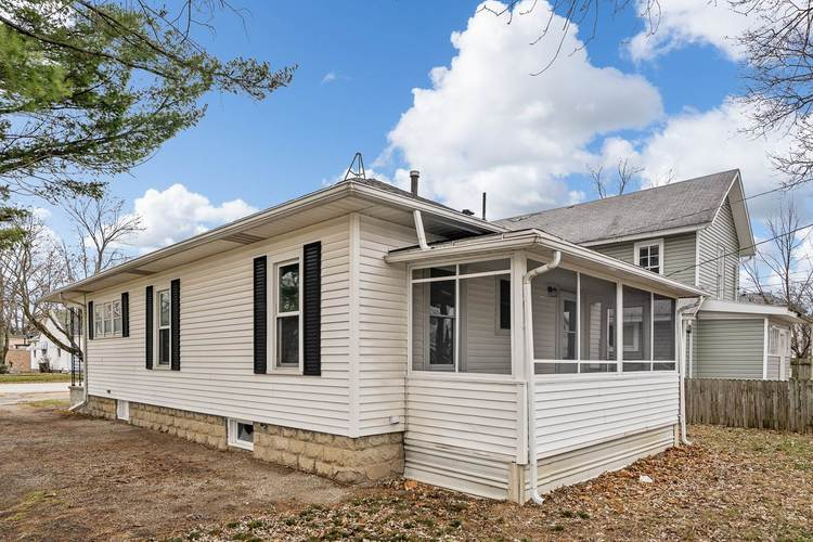 308 S Main St S South Whitley, IN 46787 | MLS 201952506 | photo 4