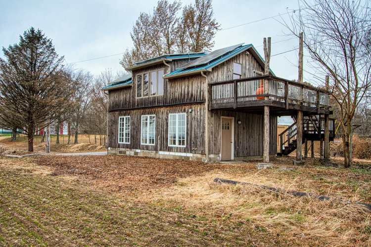 1001  Oliver Road Wadesville, IN 47638 | MLS 201952738