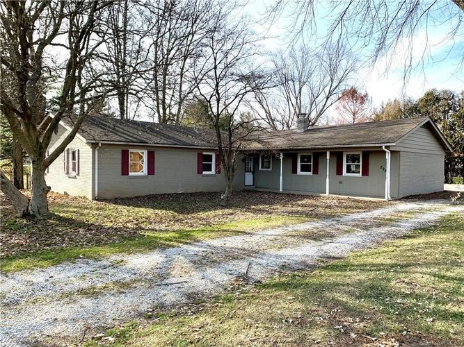 2258 W Country Club Road W Crawfordsville, IN 47933-2296 | MLS 201952794 | photo 1