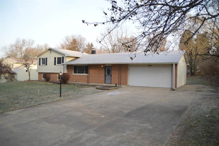 18243 Clairmont Drive South Bend, IN 46637 | MLS 201953210 | photo 2