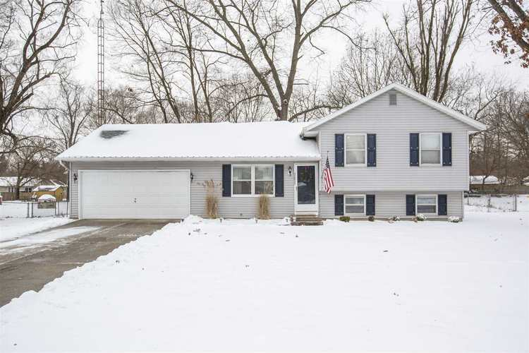 52833  Emmons Road South Bend, IN 46637 | MLS 202000157