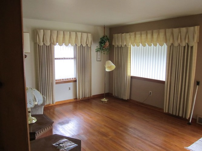 1635 W Indiana Avenue W South Bend, IN 46613-1450 | MLS 202000994 | photo 4