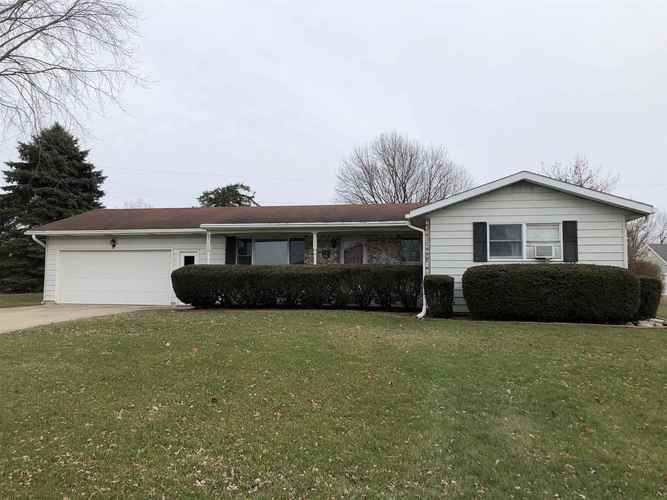 57138 Westlake Drive Middlebury, IN 46540 | MLS 202003044 | photo 1