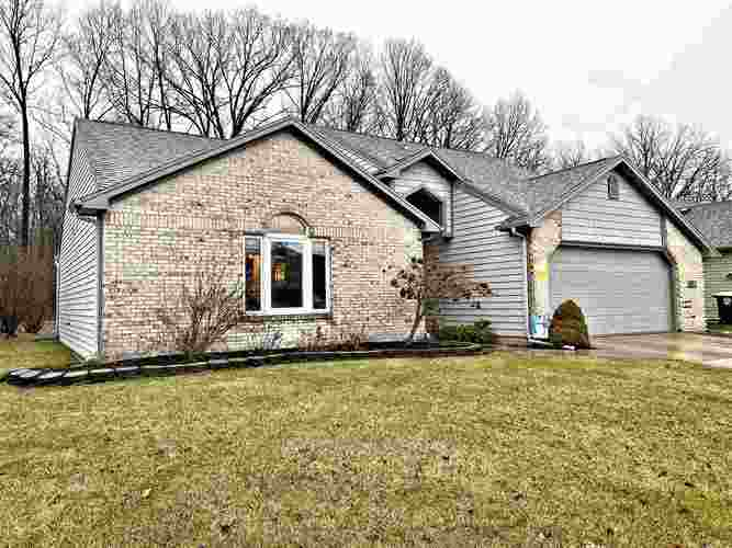 8612 Spring Forest Drive Fort Wayne, IN 46804-6439 | MLS 202003069 | photo 2