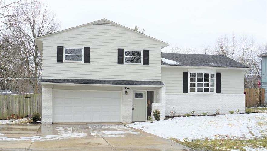 2704  Bellevue Drive Fort Wayne, IN 46825-3818 | MLS 202005076