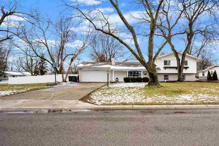 3528 Courtwood Drive Fort Wayne IN 46815   MLS 202005098   photo 1