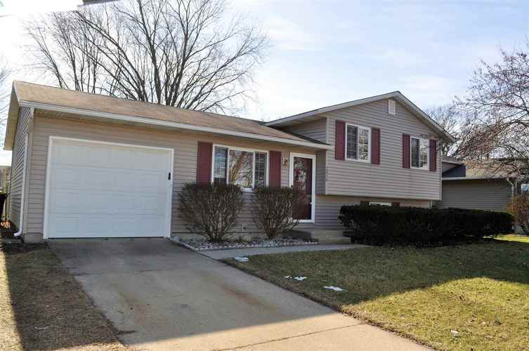 3015  Colonial Drive Mishawaka, IN 46544-6243 | MLS 202005223