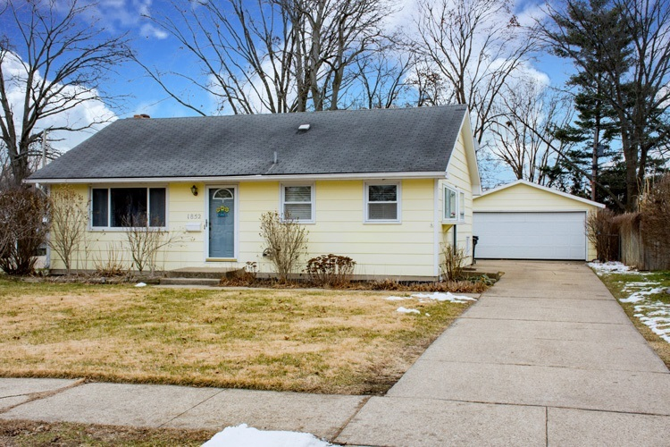 1852 Winston Drive South Bend IN 46635-2034 | MLS 202005356 | photo 1