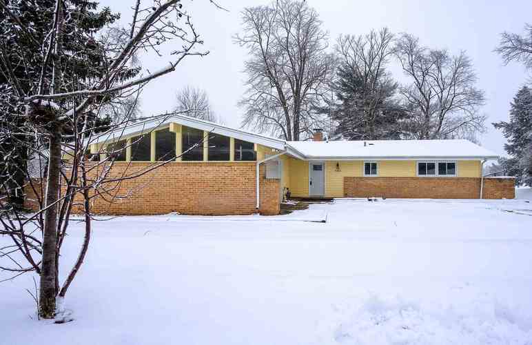 4302 Fellows Street South Bend IN 46614 | MLS 202007211 | photo 1