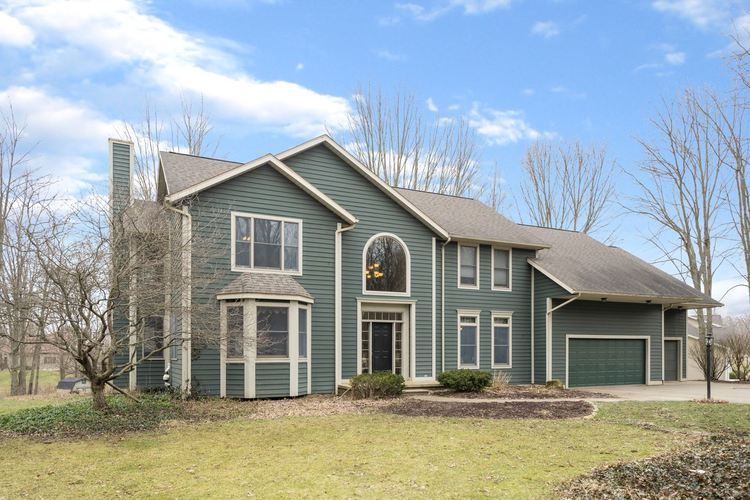 2448 S Paxton Drive Warsaw, IN 46580 | MLS 202007661