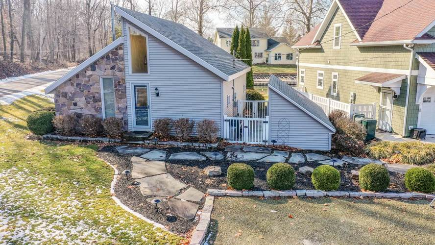 10259 N South Channel Drive Syracuse IN 46567 | MLS 202008061 | photo 1