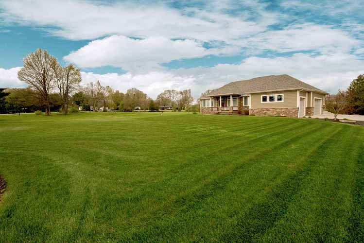 1405 Parview Drive West Lafayette IN 47906 | MLS 202008486 | photo 2