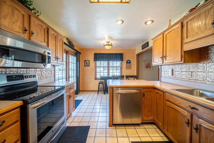10021 Shadow Wood Drive Granger, IN 46530 | MLS 202009630 | photo 2