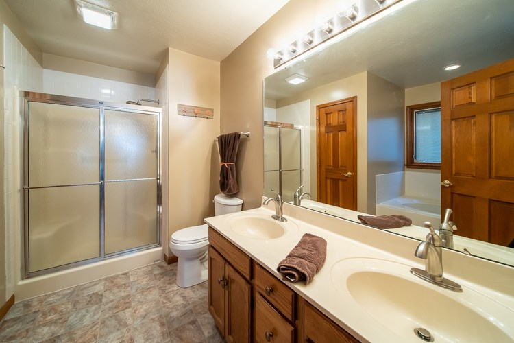 10021 Shadow Wood Drive Granger, IN 46530 | MLS 202009630 | photo 20