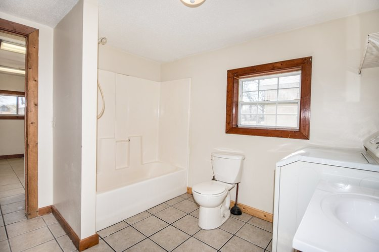 2592 S Lakeside Drive Albion IN 46701 | MLS 202009669 | photo 10