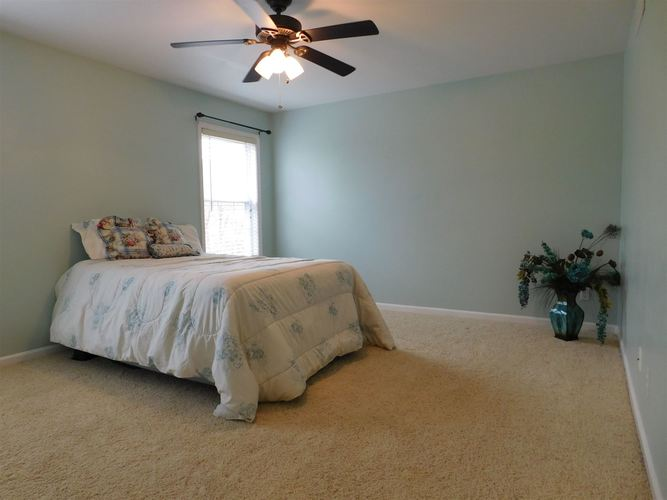 4612 Lincoln Pointe Drive Newburgh, IN 47630 | MLS 202010618 | photo 10