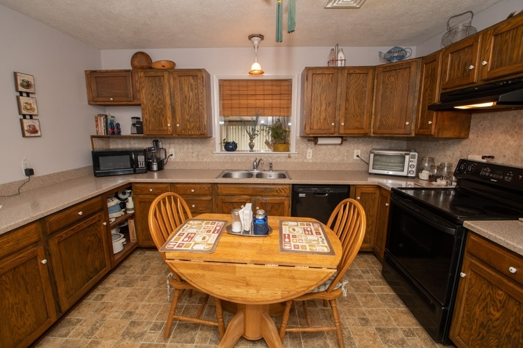 66465 Mulberry Road Lakeville, IN 46536 | MLS 202010840 | photo 4