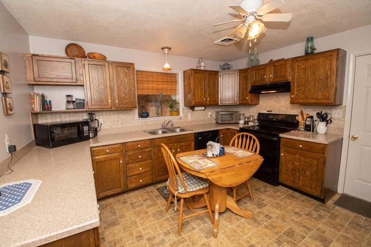 66465 Mulberry Road Lakeville, IN 46536 | MLS 202010840 | photo 5