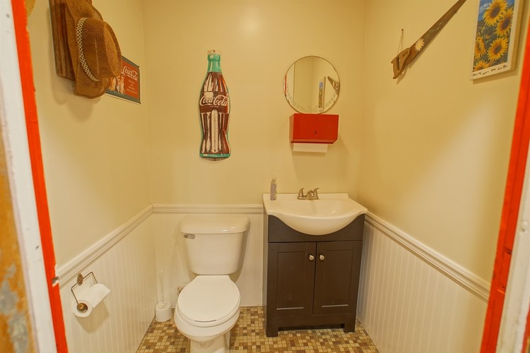 201 S Jefferson Street Silver Lake IN 46982 | MLS 202012012 | photo 15