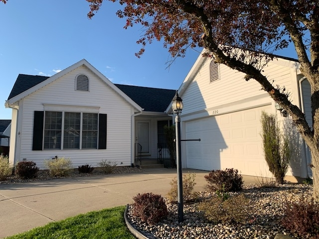 820 Eagle Cove Drive South Bend IN 46614 | MLS 202015950 | photo 1