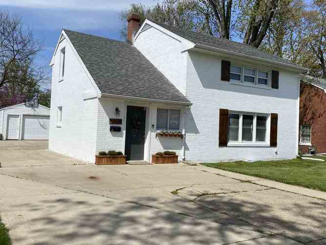 2007 Mckinley Avenue South Bend IN 46617 | MLS 202016066 | photo 1