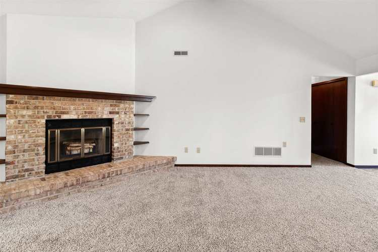 6632 PARSONS Court Fort Wayne IN 46815 | MLS 202017333 | photo 5
