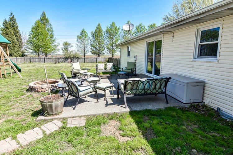 8045 S Victoria Drive Fort Branch IN 47648   MLS 202017563   photo 19