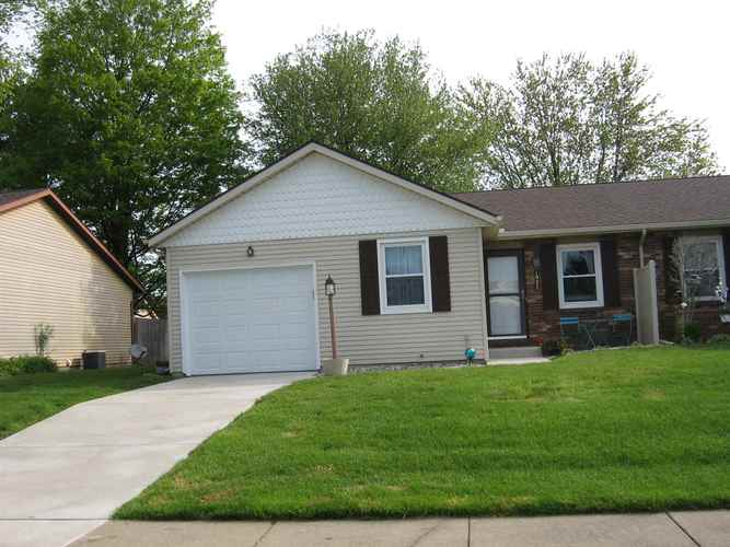 1927 Somersworth Drive South Bend IN 46614-6329 | MLS 202017616 | photo 1