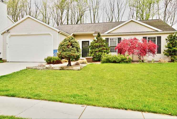 1827 Eagle Point Drive South Bend IN 46628   MLS 202017714   photo 1