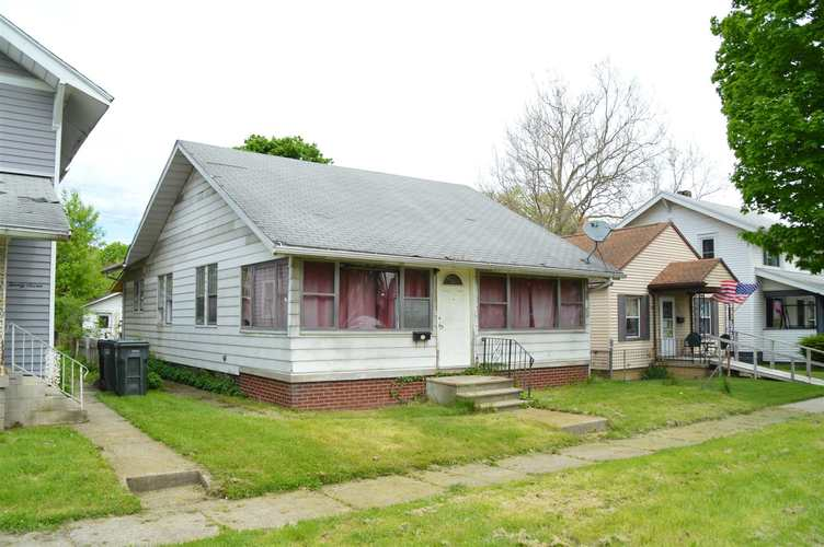 131 E Ewing Avenue South Bend IN 46613 | MLS 202018503 | photo 1